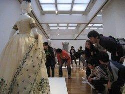 玉虫刺繍のドレス.jpg